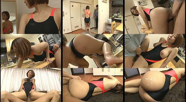 【エロ動画】ムキになって娘の競泳水着を着たら脱げなくなってしまった人妻を男が水着ズラして即ハメ!